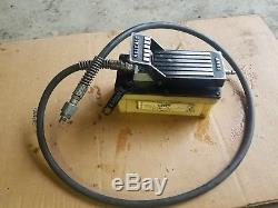 AS-IS! OLDER MODEL OTC 4020 OTC Air / Hydraulic Foot Pump