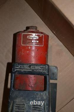 Dayton 4Z482 Air Hydraulic Pump with 10,000 Pounds PSI Rebranded Enerpac PA-133