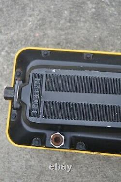 ENERPAC PATG-1102N TURBO II HYDRAULIC PUMP WithGAUGE